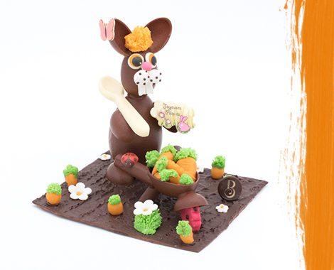 Lapin de Pâques en chocolat jardinier